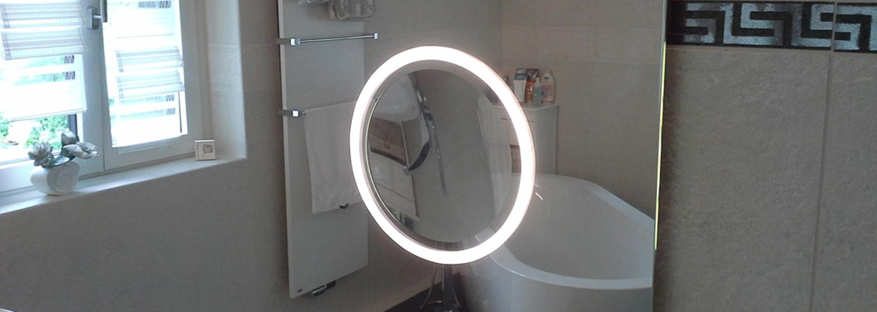 Badspiegel mit integriertem Kosmetikspiegel