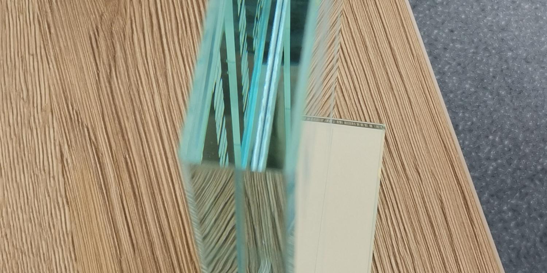 Dickglas poliert