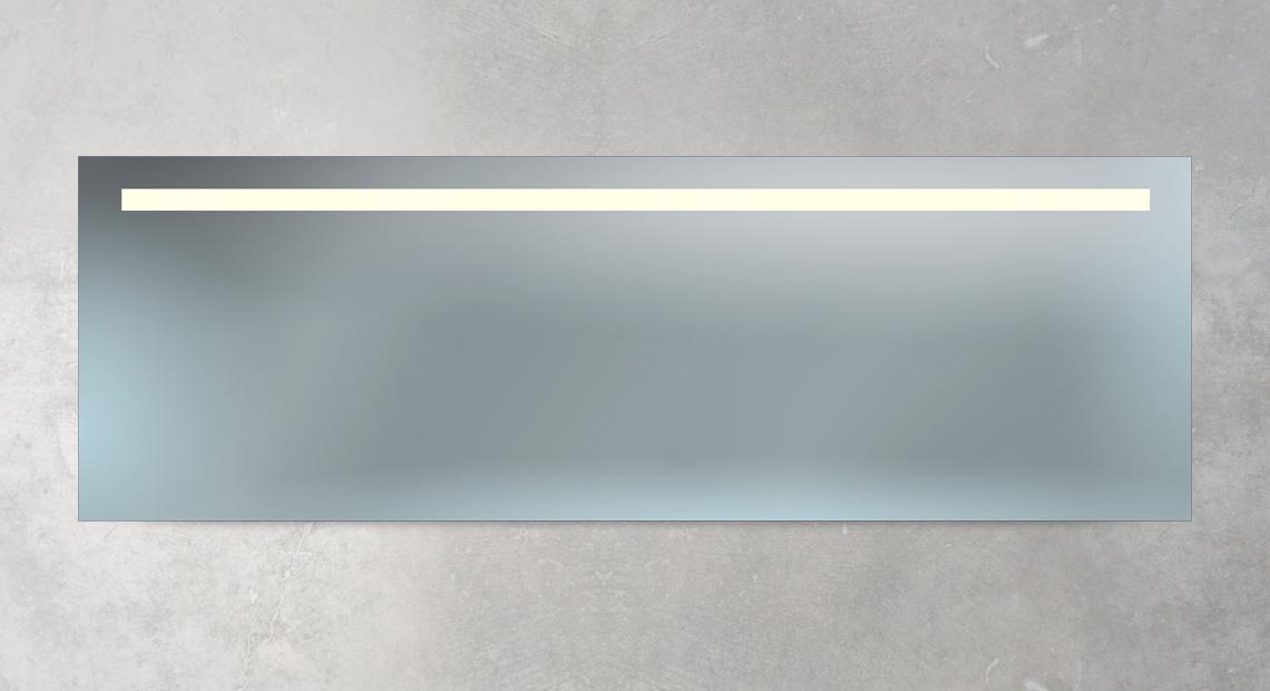 großer Badspiegel mit Beleuchtung