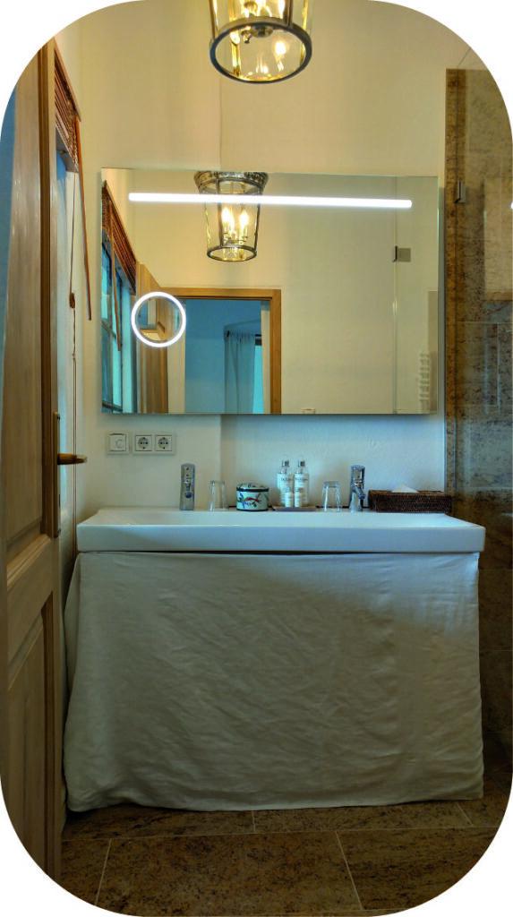 Darstellung eines beleuchtetem Badspiegel