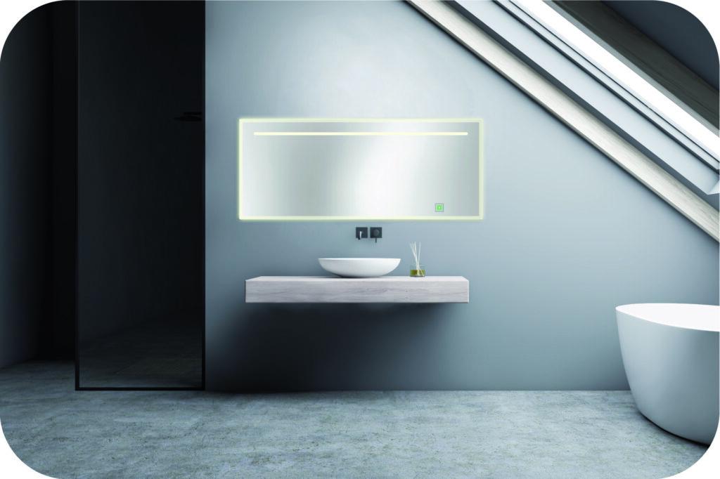großer Badspiegel mit LED